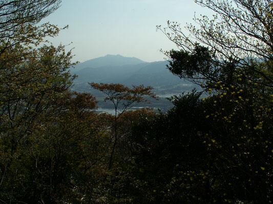 写真D 難台山頂から見る 筑波山
