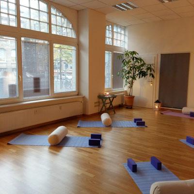 Eva Metz Yoga Heidelberg Yoga Altstadt Yoga für den Rücken Yin Yoga Yoga Nidra Gesundheitskurse Pilates Heidelberg  Meditation Yin Yoga Yoga Nidra