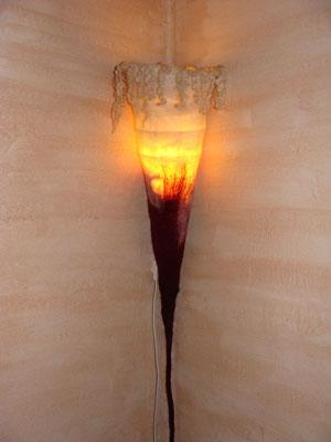 """""""Erleuchtung"""" - Wandlampe mit Wolllocken (Fertigung auf Bestellung - individuell für große und kleine Räume)"""