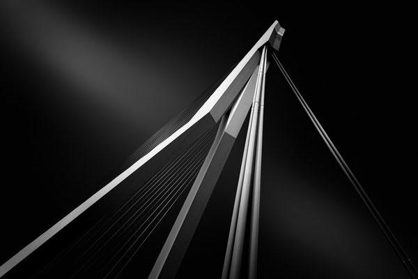 Die Erasmusbrücke im Hafen von Rotterdam als Fine Art Vision 2 von Tobias Gawrisch (Xplor Creativity)