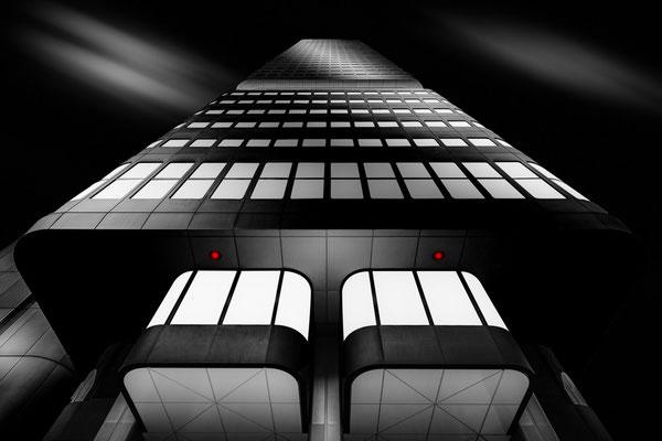 Silver Tower in Frankfurt am Main mit Gondeln von Tobias Gawrisch (Xplor Creativity)