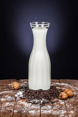 frische Milch mit Kaffee und Walnüssen von Tobias Gawrisch (Xplor Creativity)