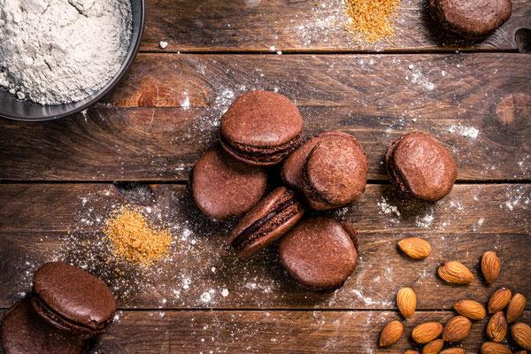 Selbstgemachte Schokoladen-Macarons mit Zutaten von Tobias Gawrisch (Xplor Creativity)