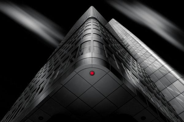 Ecke des DB Silver Tower in Frankfurt am Main von Tobias Gawrisch (Xplor Creativity)