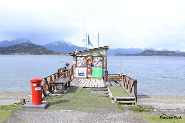 La POSTE du bout du monde : endroit mythique pour envoyer les cartes postales