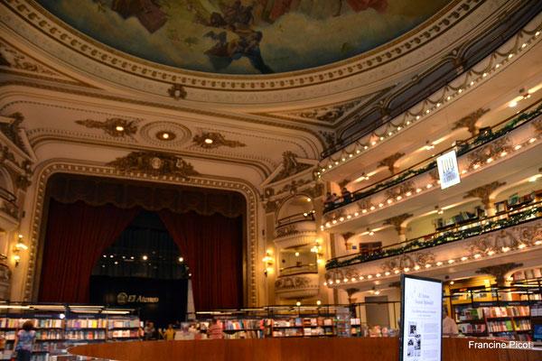 Un théâtre transformé en librairie