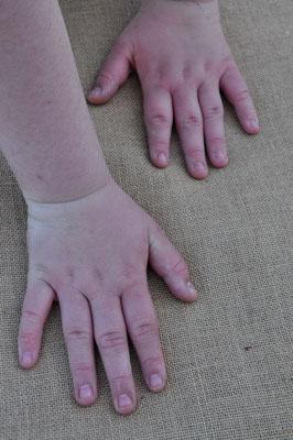 Partir une main devant, une main derrière
