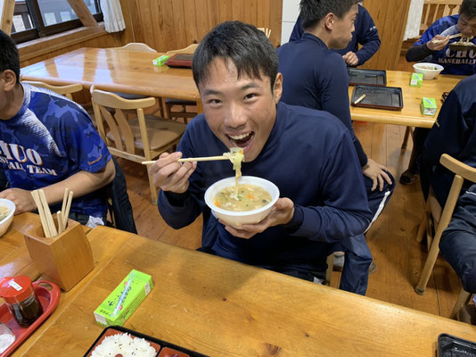 今年卒業される河島浩陽さんのお母様から豚汁の差し入れを頂きました。