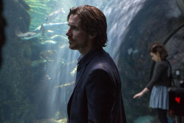 Knight Of Cups - Christian Bale erzählt den Fischen vom Meer - Studiocanal - kulturmaterial