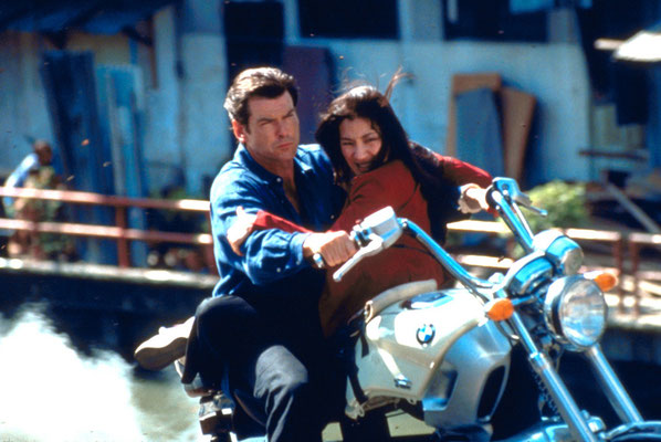 Pierce Brosnan und Michelle Yeoh © Danjaq LLC / Metro-Goldwyn-Mayer / 20th Century Fox Home