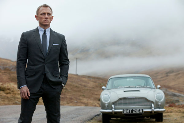 Daniel Craig und Aston Martin DB5 © Danjaq LLC / Metro-Goldwyn-Mayer / 20th Century Fox Home