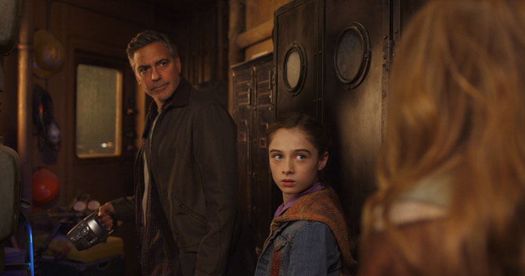 Frank Walker (George Clooney, links), Athena (Raffey Cassidy) © DISNEY Pictures