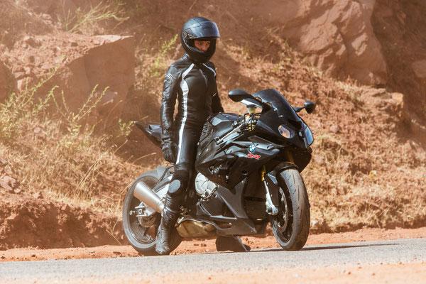 Rebecca Ferguson auf einem BMW Superbike © PARAMOUNT Pictures