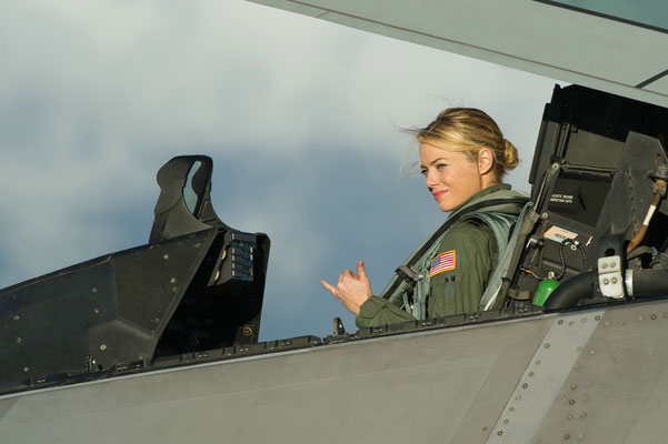 Emma Stone im Cockpit einer F-22 Raptor © 20th CENTURY FOX
