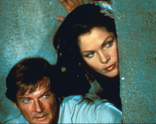 Roger Moore und Lois Chiles © Danjaq LLC / Metro-Goldwyn-Mayer / 20th Century Fox Home