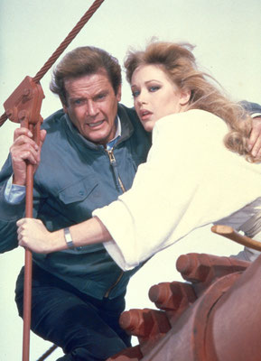 Roger Moore und Tanya Roberts © Danjaq LLC / Metro-Goldwyn-Mayer / 20th Century Fox Home