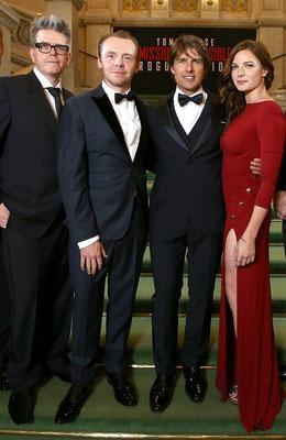 vlnr: Regisseur Christopher McQuarrie, Simon Pegg, Tom Cruise und Rebecca Ferguson © PARAMOUNT Pictures