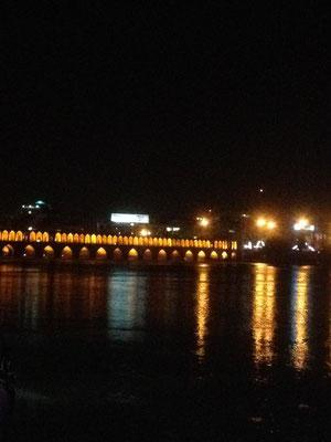 Si-o Se Pol Brücke, ausgiebiger Nachtspaziergang