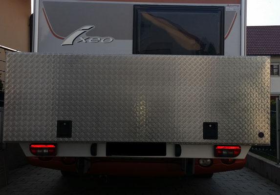 Box 2200 x 800 x 750
