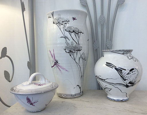 "Vases with black and white ""nuage"" pattern and a bird who was passing by!"