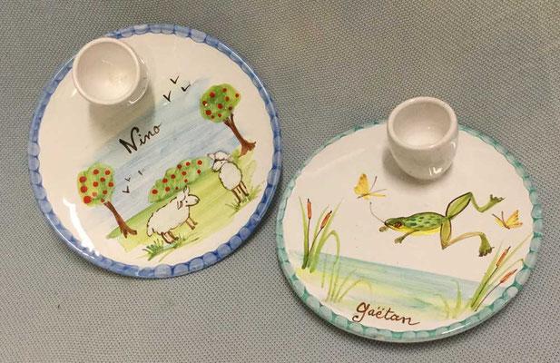Coquetiers mouillettes, décor mouton et grenouille.
