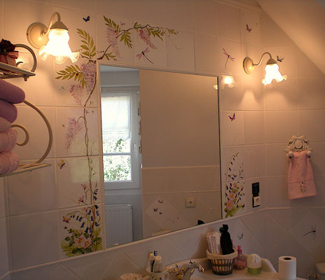 Wysteria and wild flowers around a mirror. Made to mesure.
