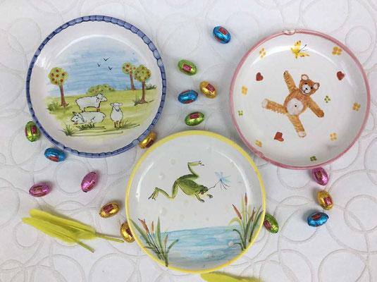 Assiettes, décors Grenouille, Moutons et Nounours.