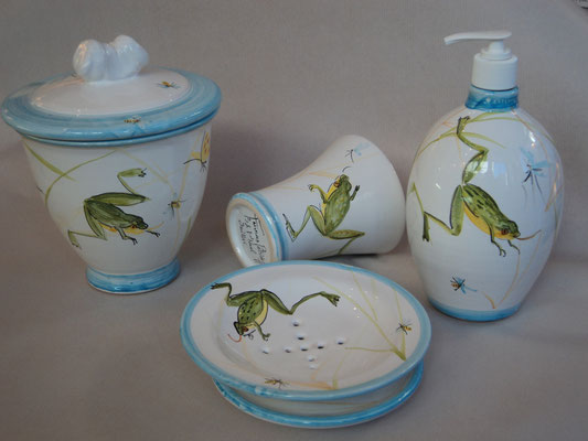 Collection for bathroom, frog pattern.