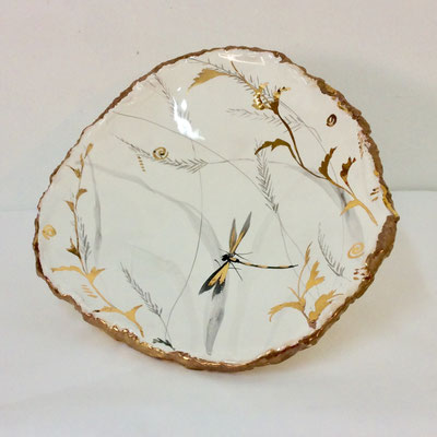 flat dish with three feet. Grey, pearl and gold decoration.