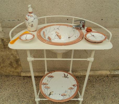 Vasque, plateau et accessoires pour meuble ancien restauré par nos soins.