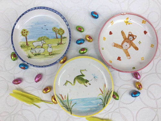 Childs plates. Frogs and sheep and bears.