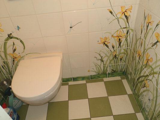Le petit coin parmi des iris jaunes. Fait sur mesures.