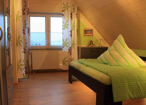 Bett 200x200 Schlafzimmer S1 im OG