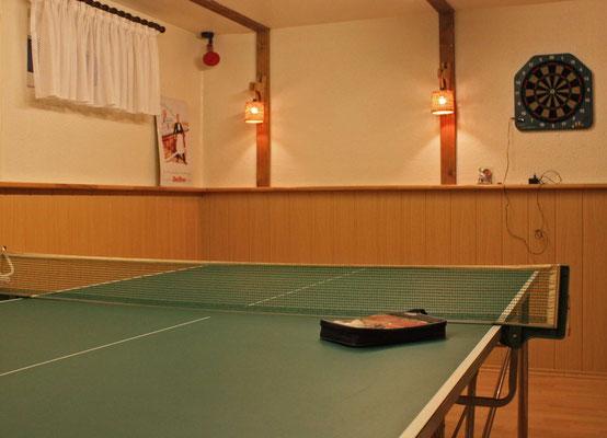 Tischtennisplatte im Hobbyraum