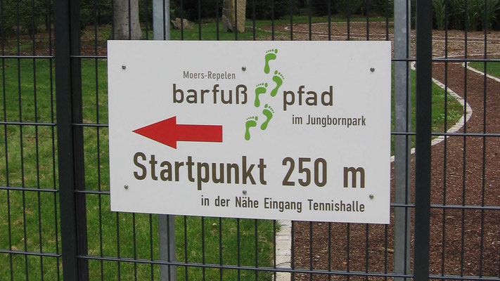 Beschilderung des Barfußpfades im Jungbornpark Moers-Repelen