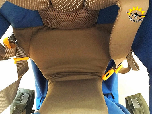 Begutachtet die Sitzfläche für das Kind genau. Hier Sitzfläche einer Deuter Kraxe.
