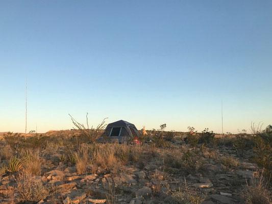 Zelten in der Einsamkeit von Texas.
