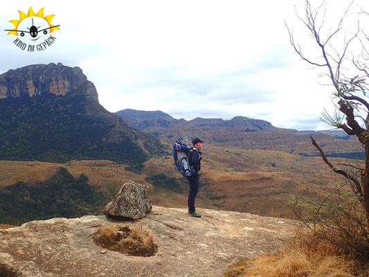 Drakensberge: Wandern in Südafrika mit Kleinkind und Kraxe.