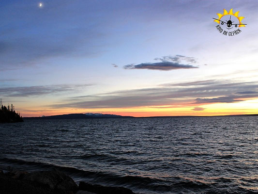 Der Yellowstone Lake im Sonnenuntergang.