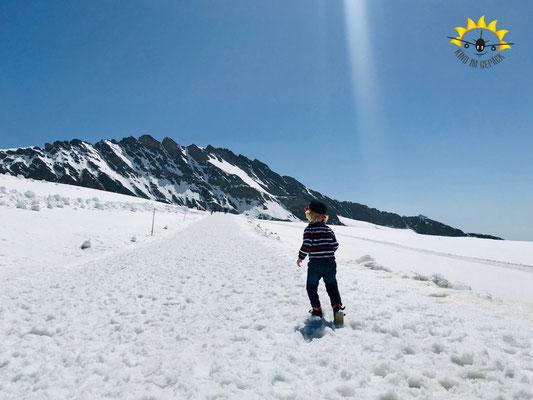 Kleinkind auf dem Jungfraujoch.