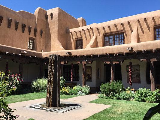 Typisches Haus in Santa Fe aus Adobe-Lehm.