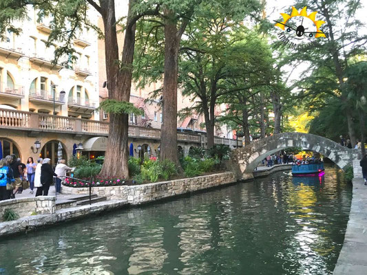 Idyllischer River Walk mitten in Downtown San Antonio.