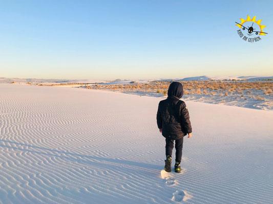 Durch den Gipssand des White Sands schlendern.