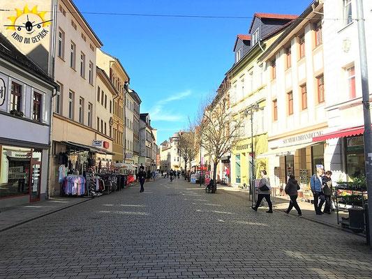 Die neu und attraktiv gestaltete Fußgängerzone, die Jüdenstraße, von Weißenfels.