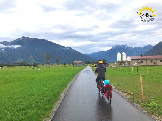 Radreise durch den Regen.