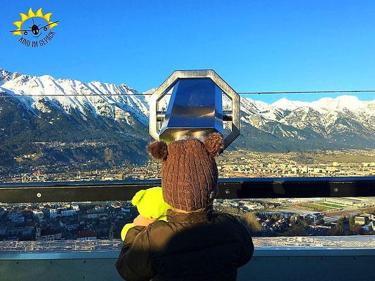 Ausblick von der Bergiselschanze auf die Nordkette von Innsbruck.
