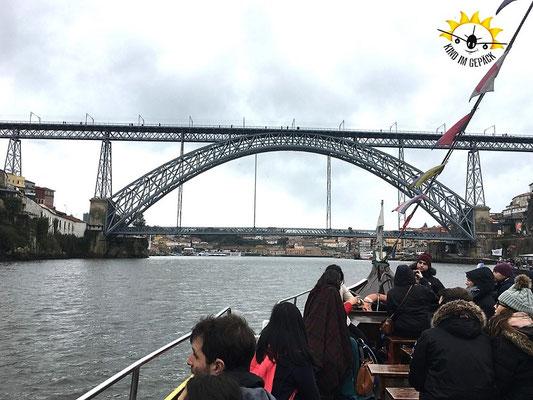 Auf dem Douro mit Kind auf dem Schiff.