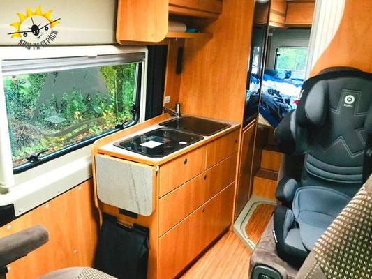 Die Kochnische oder Küche im Freeway Camper.