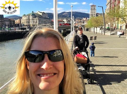 Glücklich in Bilbao am Fluss unterwegs.