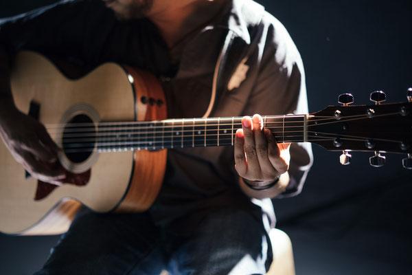 Sa, 16. Februar, 15 Uhr: Konzertante Gitarrenmusik und unterhaltsames Programm von Klassik bis Flamenco mit Mario Malack. Bürgerstübchen (Hultschiner Damm 94). Anmeldung unter T. 58 64 69 21